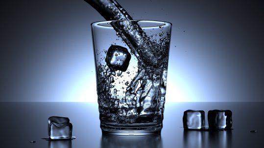 ¿Por qué debemos beber agua?